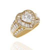 18ky Halo Diamond Ring with Heart Center