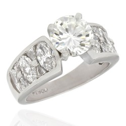 Plat Round Diamond Engagement Ring with Mq and Tapered Bags