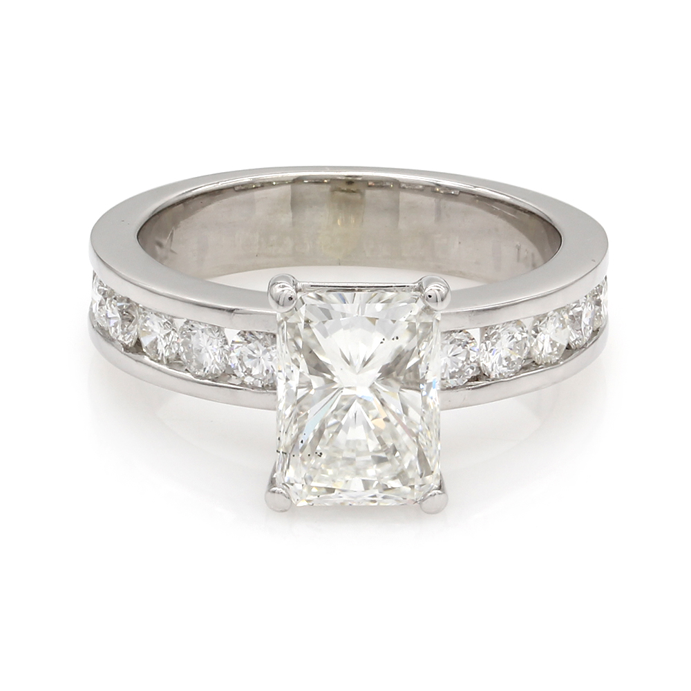 Diamond Engagement Ring in Gold