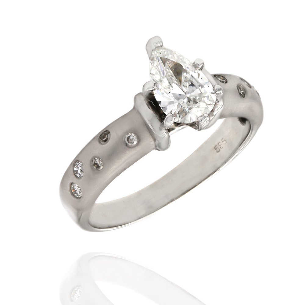 Pear Shape Diamond Solitaire in Gold