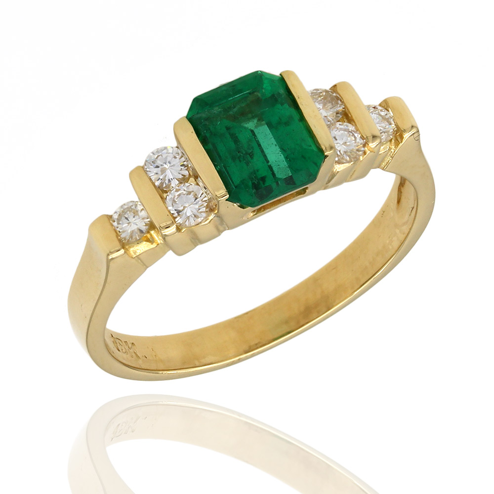 Emerald and Diamond Ring in Yellow Gold