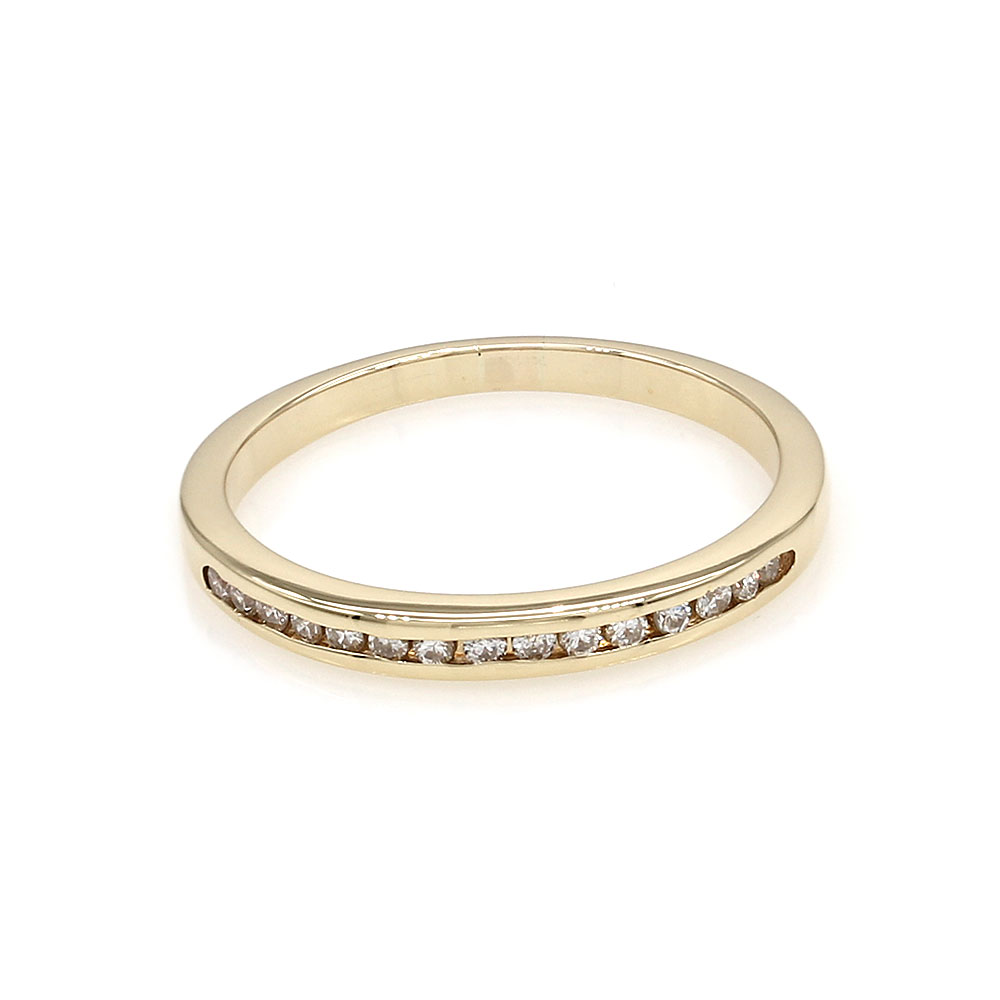 Diamond Band in Gold