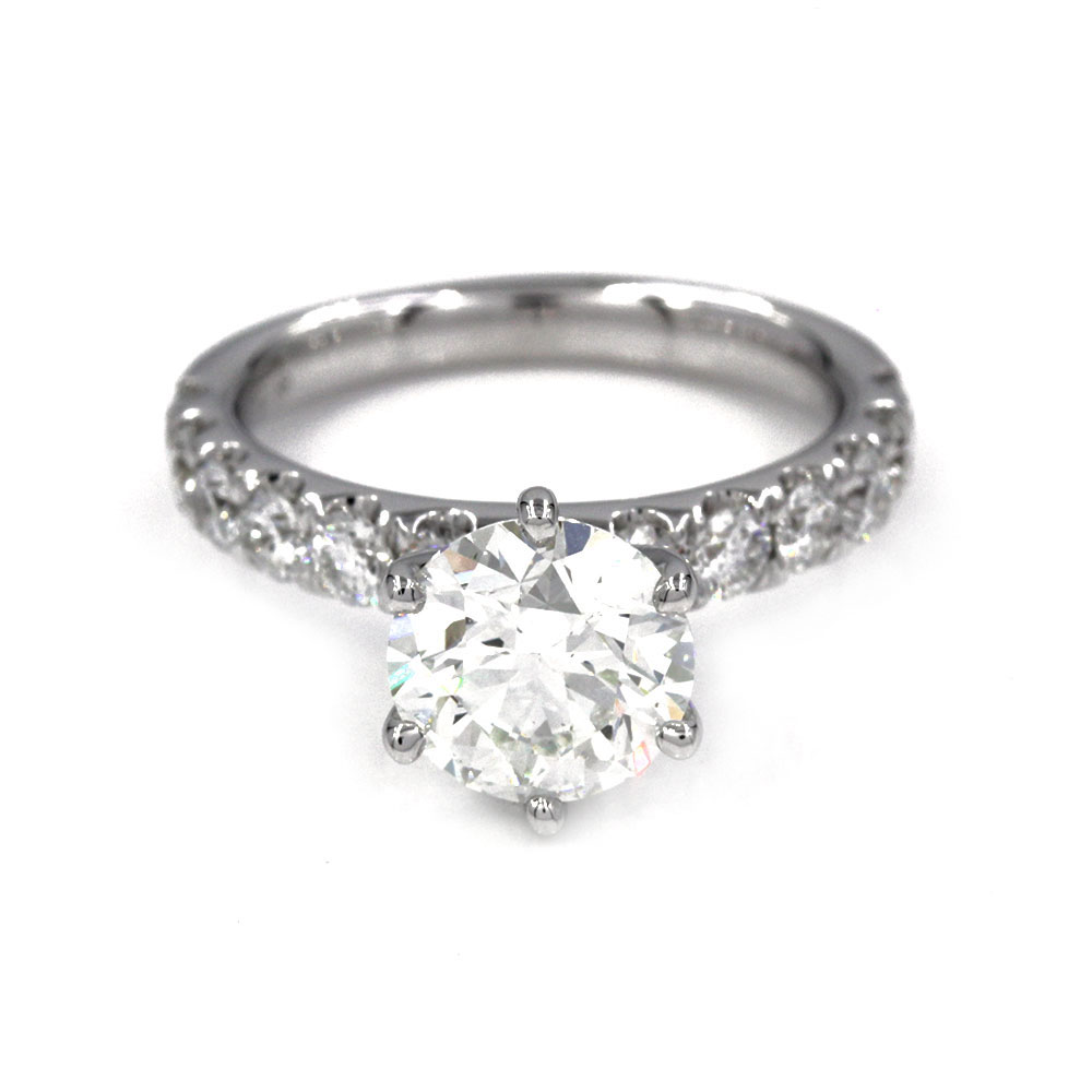 18kw Prong Set Diamond Engagement Ring with Round Center