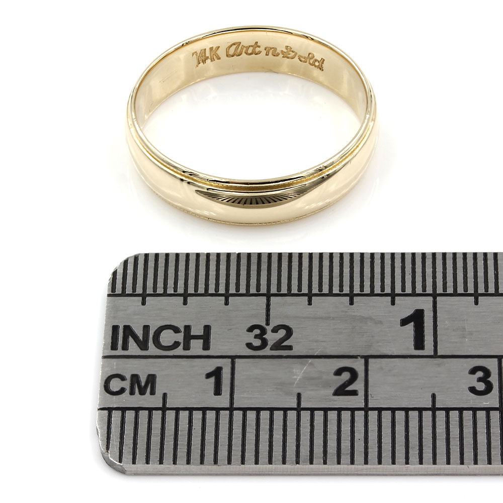 Gentlemans Edged Wedding Band Ring in Gold